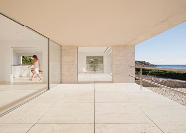model rumah modern dengan kolam renang di atap rancangan