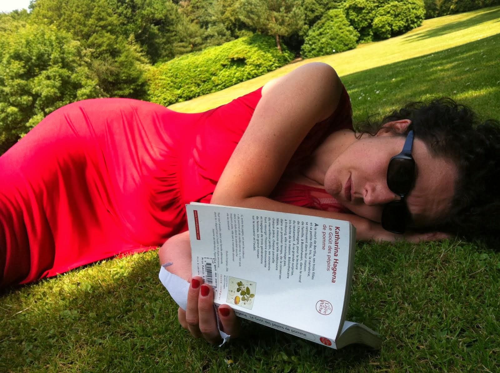 Elle lisant