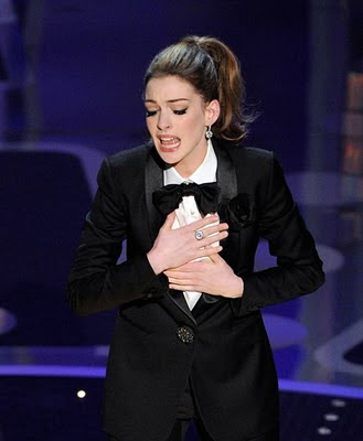 Anne Hathaway Oscar 2011