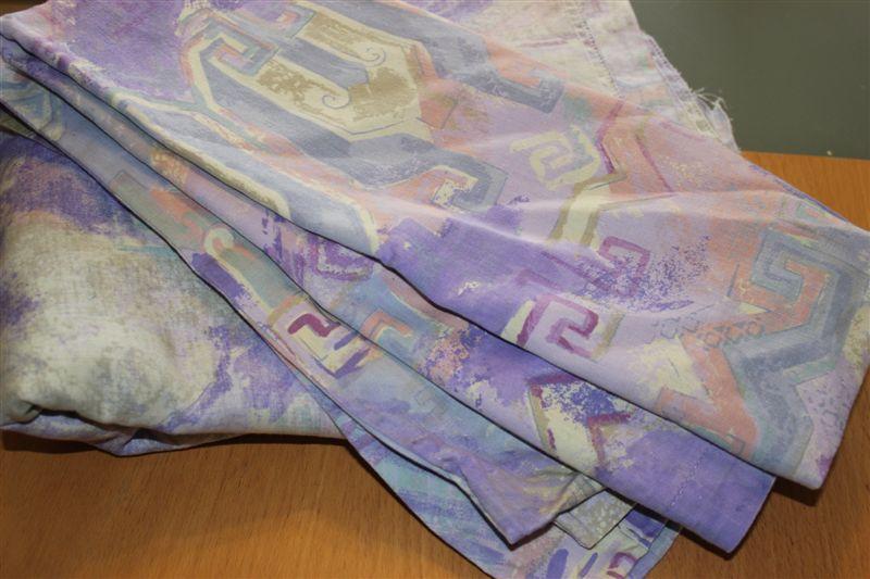 Perlenhuhn DIY UpcyclingHäkeln Teppich aus Bettwäsche