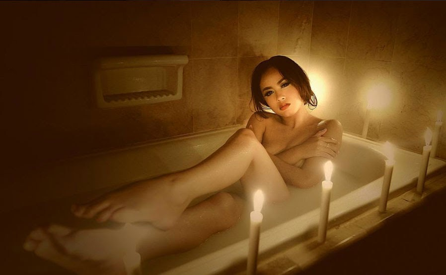 Hot Photo Vee Aurel in Bathtub