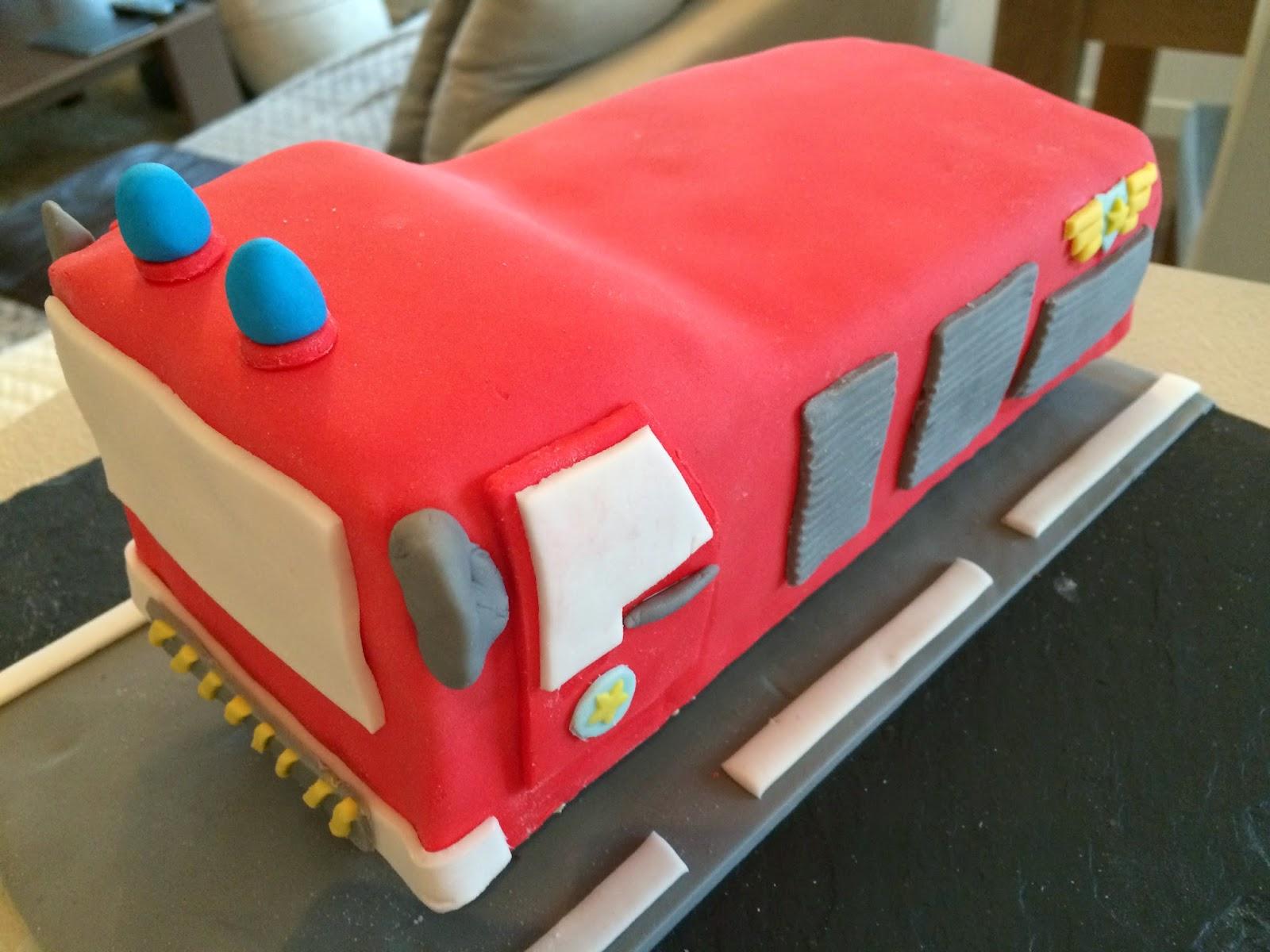 Très Fabtastic Cakes: Tutoriel gâteau camion pompier AP88