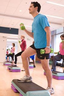 gambar orang sedang berolahraga