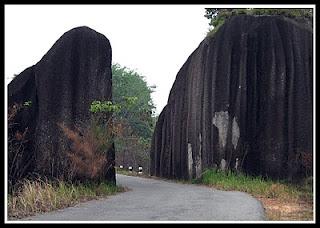 gerbang romodong