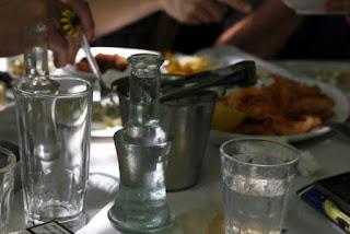 Ο ΟΟΣΑ μας απαγορεύει και το «χύμα» τσίπουρο!