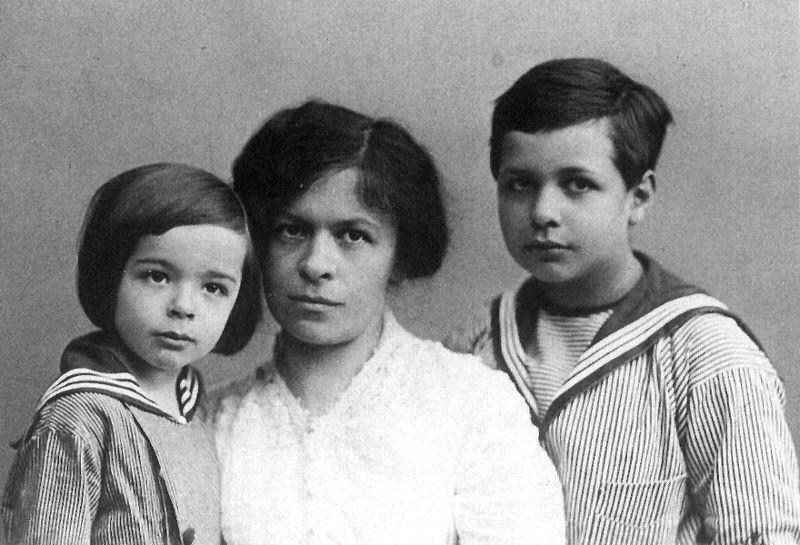 Mileva y sus hijos Albert y Edward