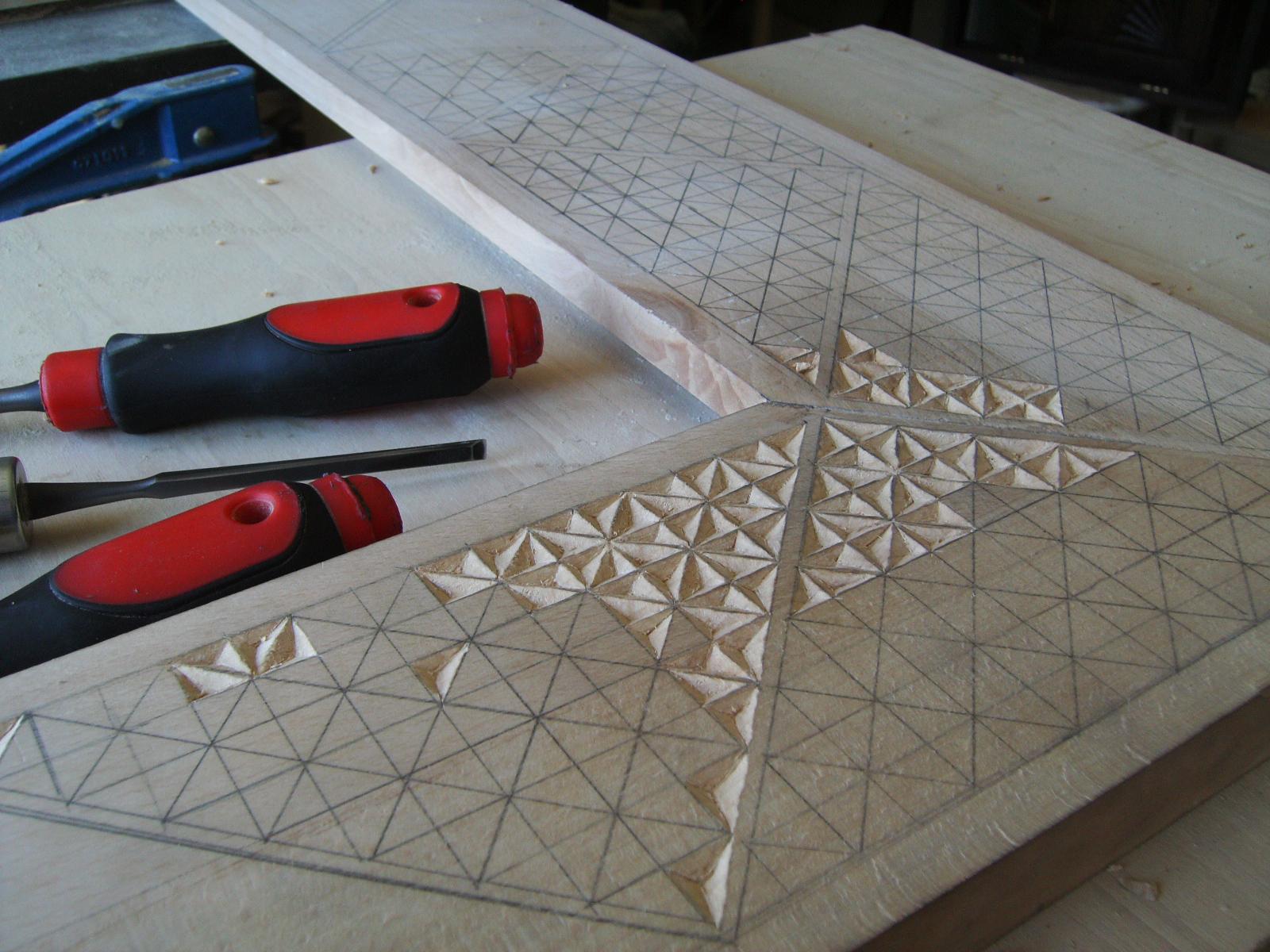Trabajo talla marco espejo madera [FOTOS]