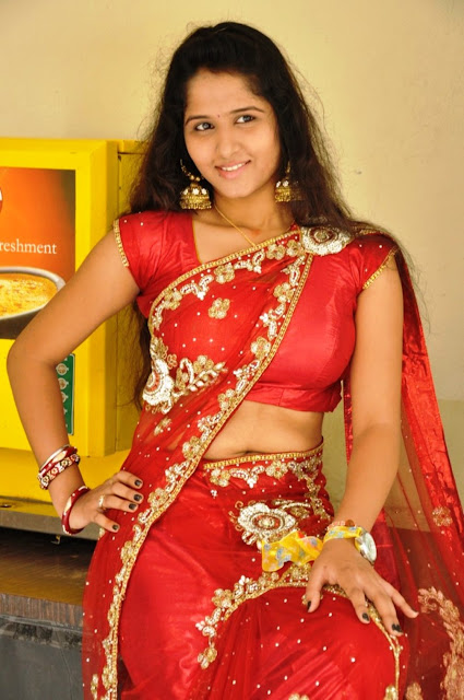 Showing Hip In Saree Images & Pictures - Becuo