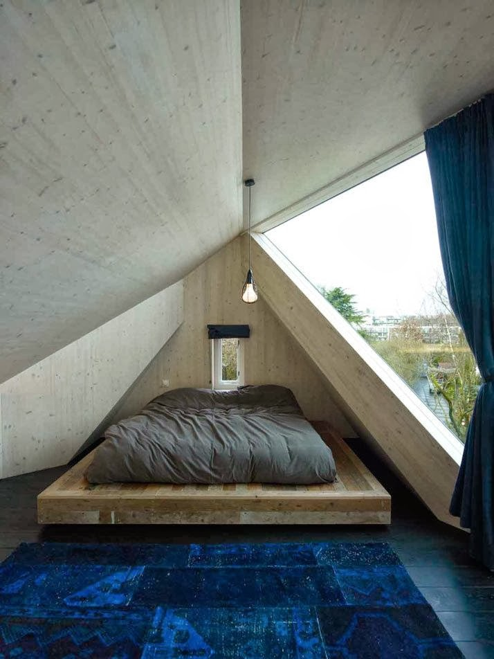 11 gorgeous attic bedrooms how to design an attic bedroom for Wooden attic box bed