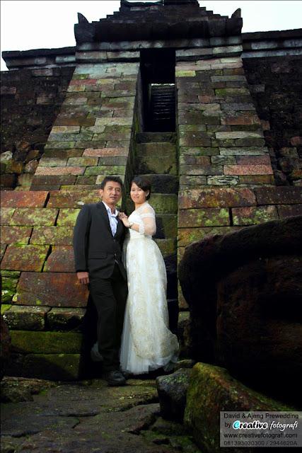 foto prewedding di solo semarang yogyakarta. lokasi candi sukuh karanganyar