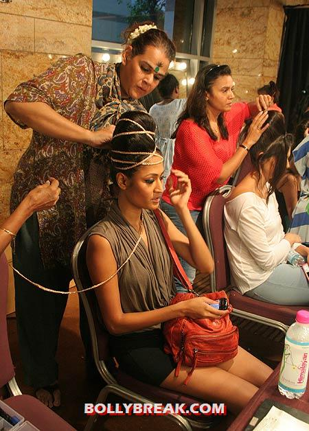 Carl Sequeira and Surelee Joseph - Models backstage Changing Room & Makeup Room Pics from Lakme Fashion Week!