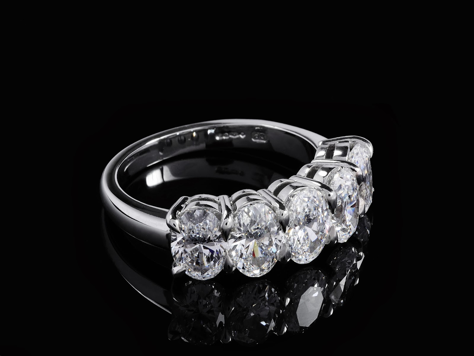 anniversary rock jewellery blog difference ring rings dazzling com diamond and eternity between dazzlingrock