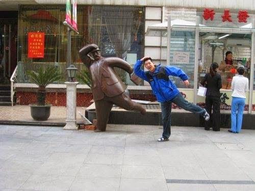 heykel ile verilen komik pozlar