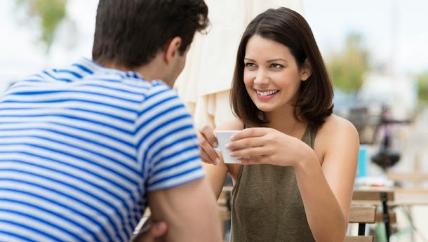 Homens feios parecem mais bonitos para mulheres na pílula