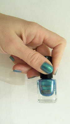 Max Factor Max Effect Mini Nail Polish in 14 Dazzling Blue