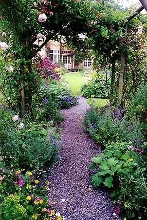 Flowers plants trees gardening photos garden pic for Garden trees b q