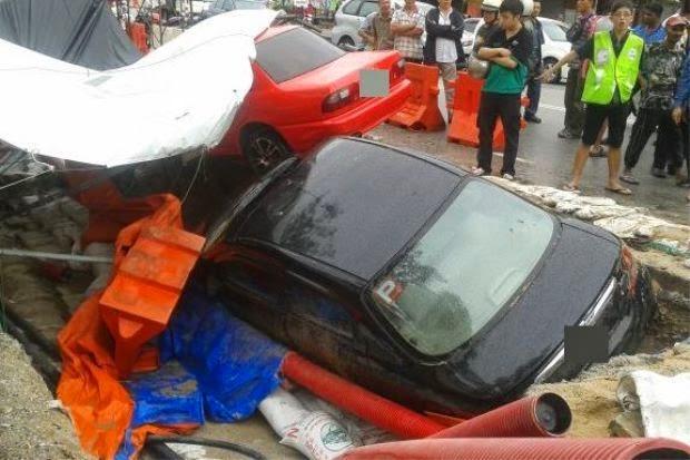 Dua Kenderaan Terbabas Dalam Lubang TNB , info, terkini, berita, kemalangan