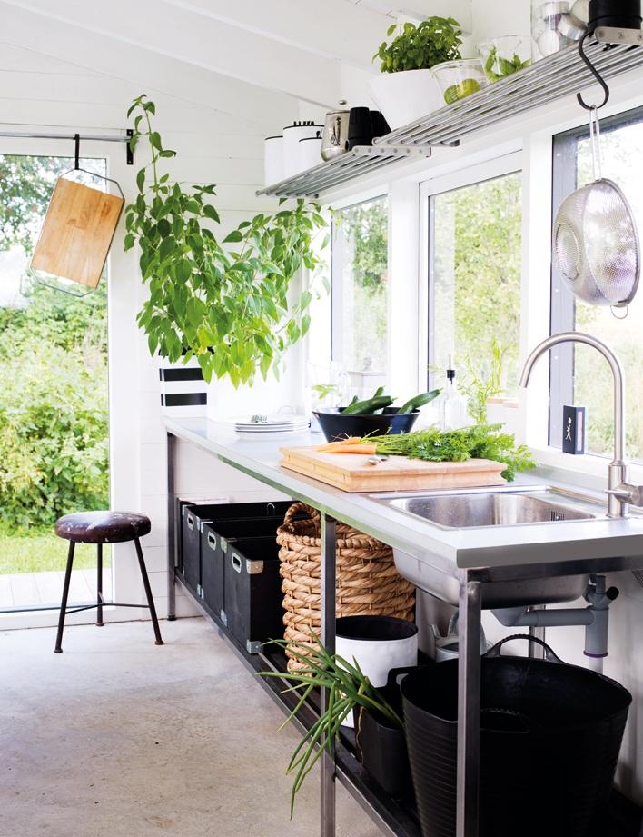 Island of white: On allume la lumière dans la cuisine