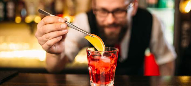 Γιατί δεν πρέπει ποτέ να βάζετε φέτα λεμόνι και πάγο στο ποτό σας! τι ισχυρίζονται κάποιοι...