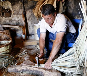 Entre chacaras y tambores programa n 110 cargado de tradici n el museo de la cilla y - Escobas de palma ...