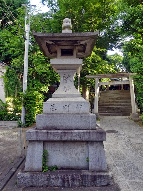 石灯籠,氷川神社,東中野〈著作権フリー無料画像〉Free Stock Photos