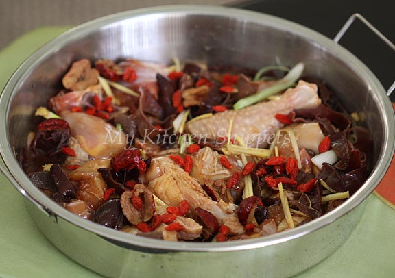 My Kitchen Snippets: Steamed Chicken with Mushroom and Black Fungus