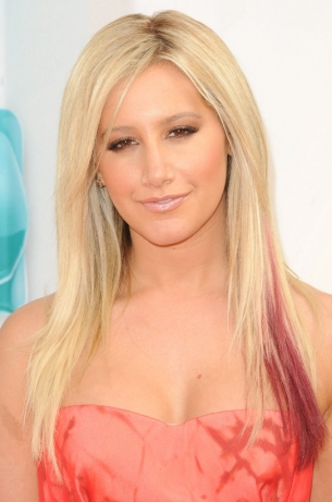 Ashley-Tisdale-Hairstyles-At-the-Kids-2012-Choice-Awards