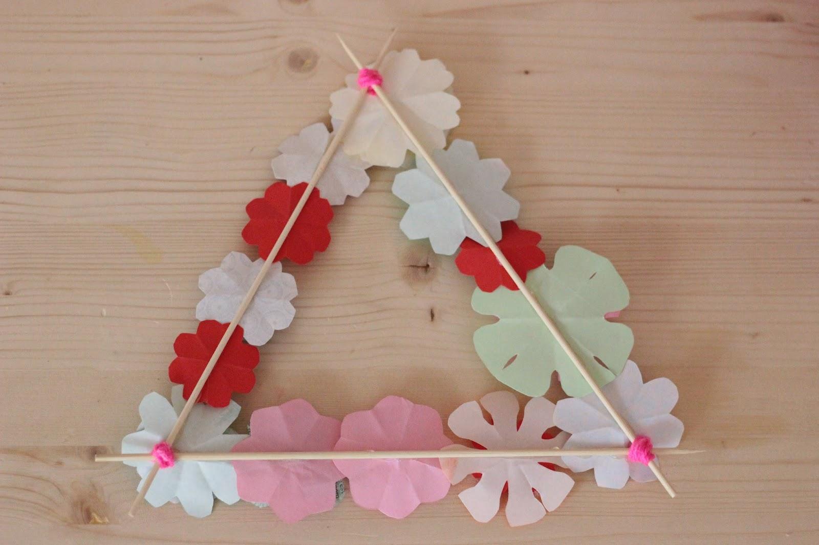couronne triangle fleurs papier