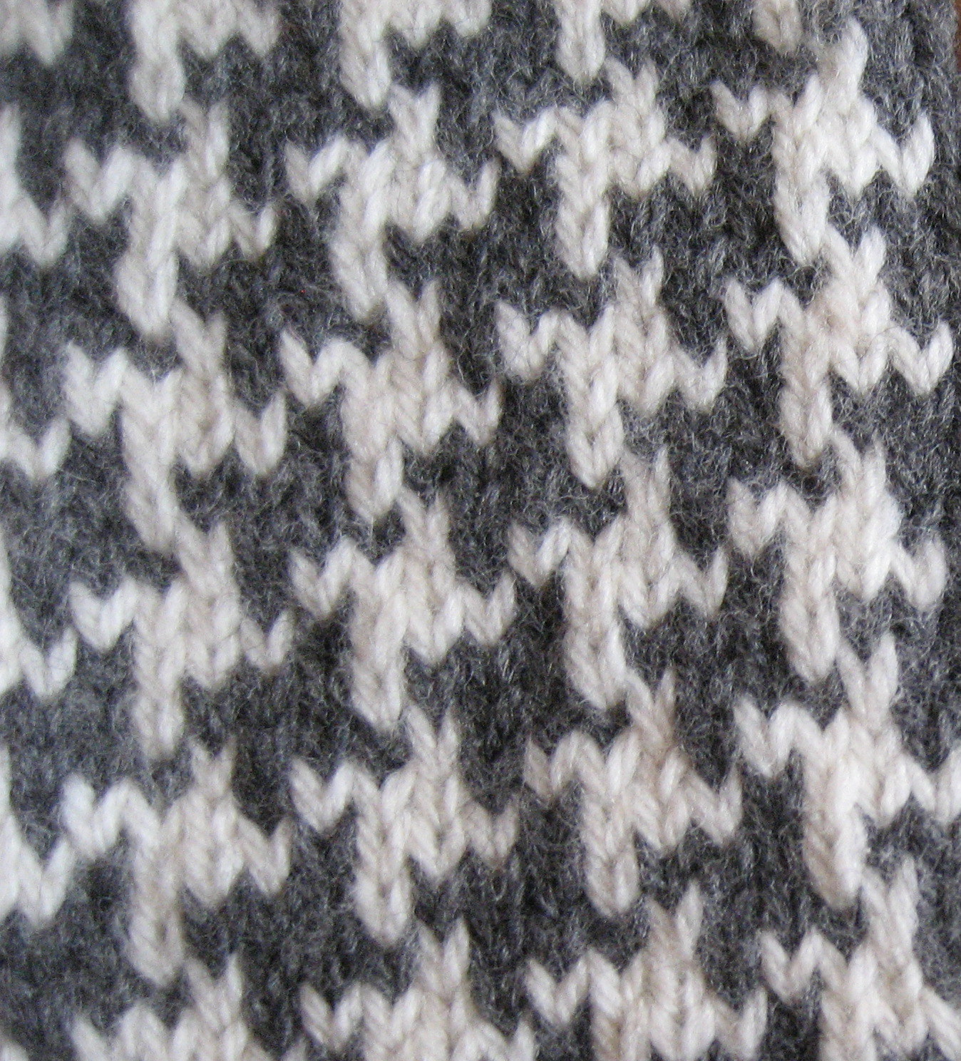 Houndstooth Knitting Pattern : Carolyn Knits: Tartan Mitts Spark