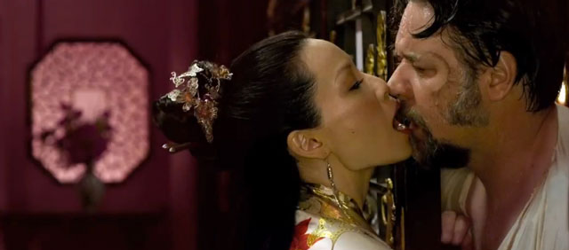 Lucy Liu kissing Russell Crowe in The Man with the Iron Fists