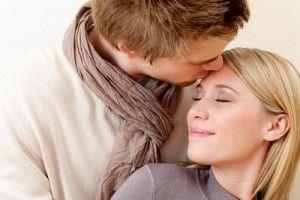 انواع من الرجال لاتستطيع المرأه مقاومتهم - رجل يقبل يبوس امرأة - man kissing woman
