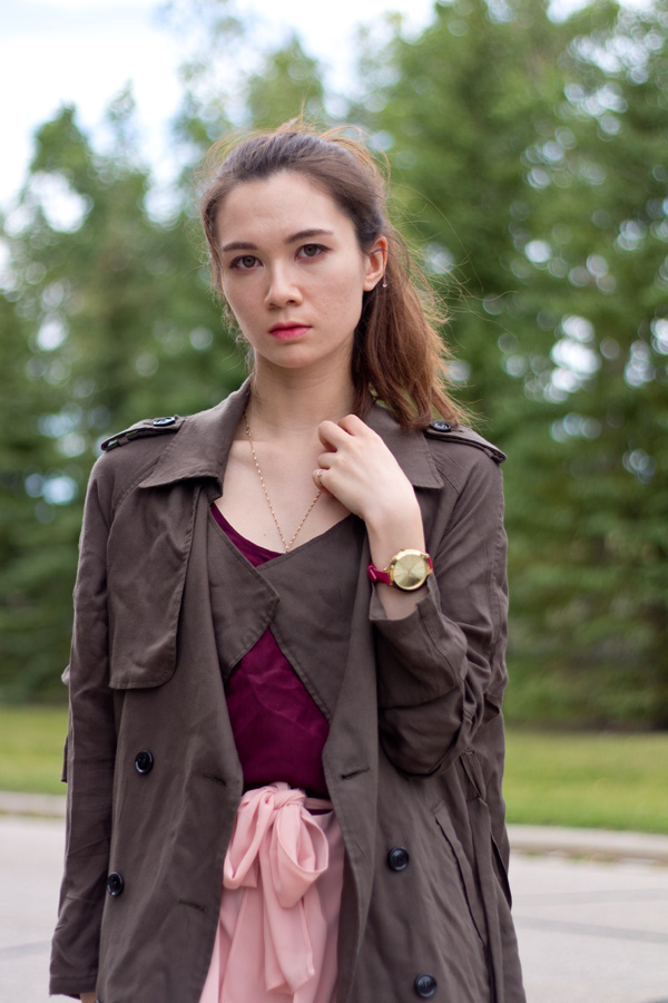 green trench coat, military style, feminine joggers, summer fall transition, blush trendy color, greylin talia pants, summer fashion, spring fashion, fall fashion, marsala,  sporty style, calgary fashion, personal style