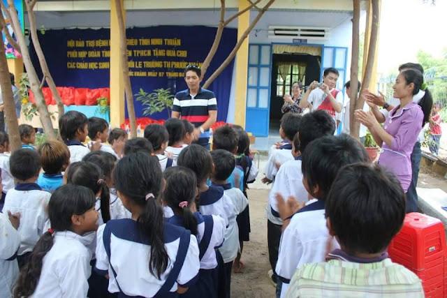 Từ thiện vì trẻ nghèo