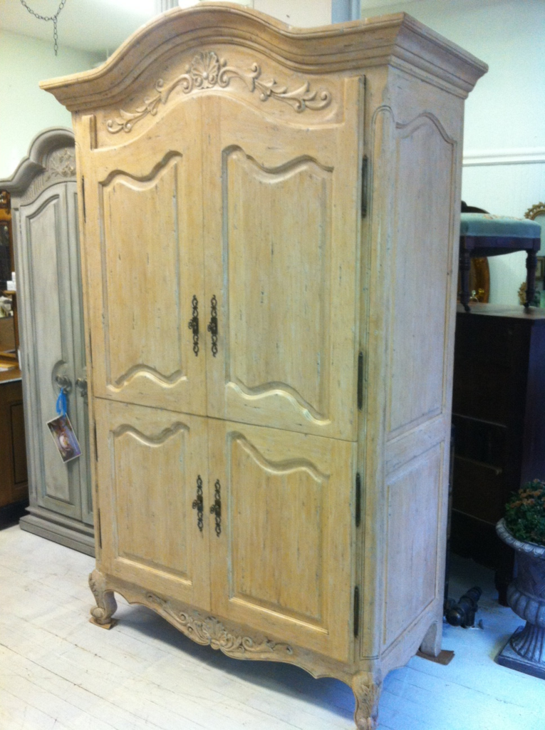 Maison decor using transfer gel an armoire makeover for Maison decorative