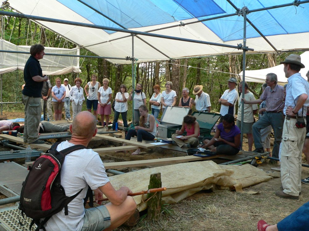 Visit of the archaeological digs - www.peyreblanque.org (2015)