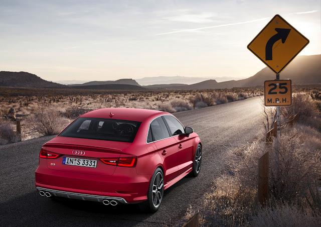 Il posteriore della nuova Audi A3 Sedan a quattro porte, ripresa su una strada USA