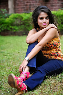 Sheena Shahabadi Sleeveless and  Blue jeans Pics