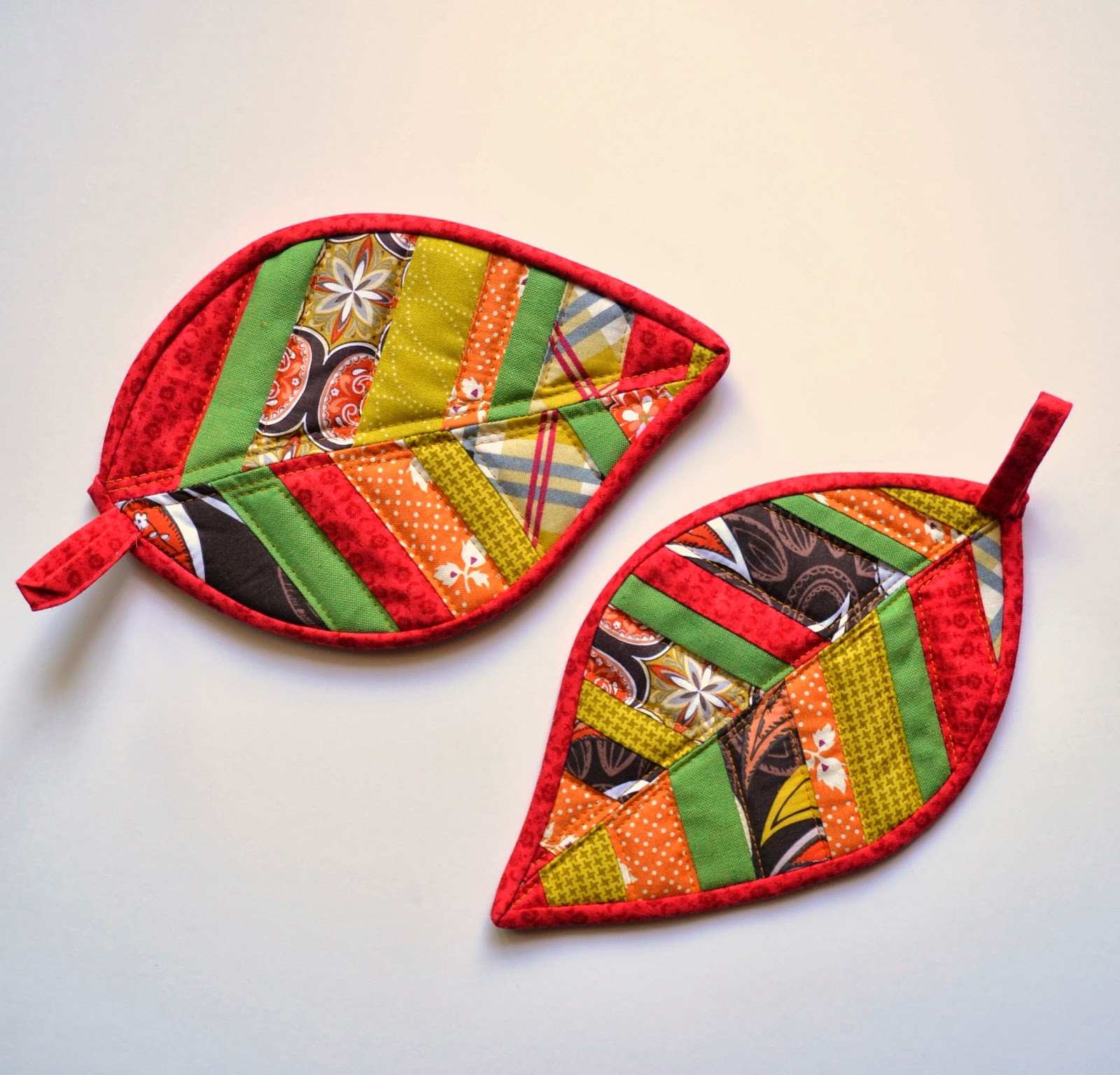 Half Stitched: Quilted Leaf Potholder ~ A Tutorial : quilted pot holders - Adamdwight.com