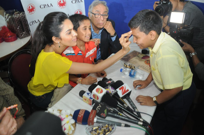 mallika sherawat visits cancer patients aid ociation. photo gallery