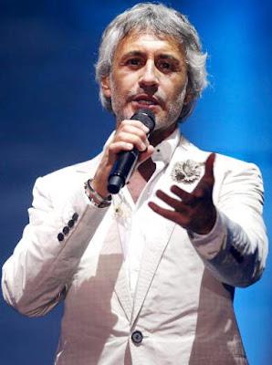 Sergio Dalma cantando en concierto