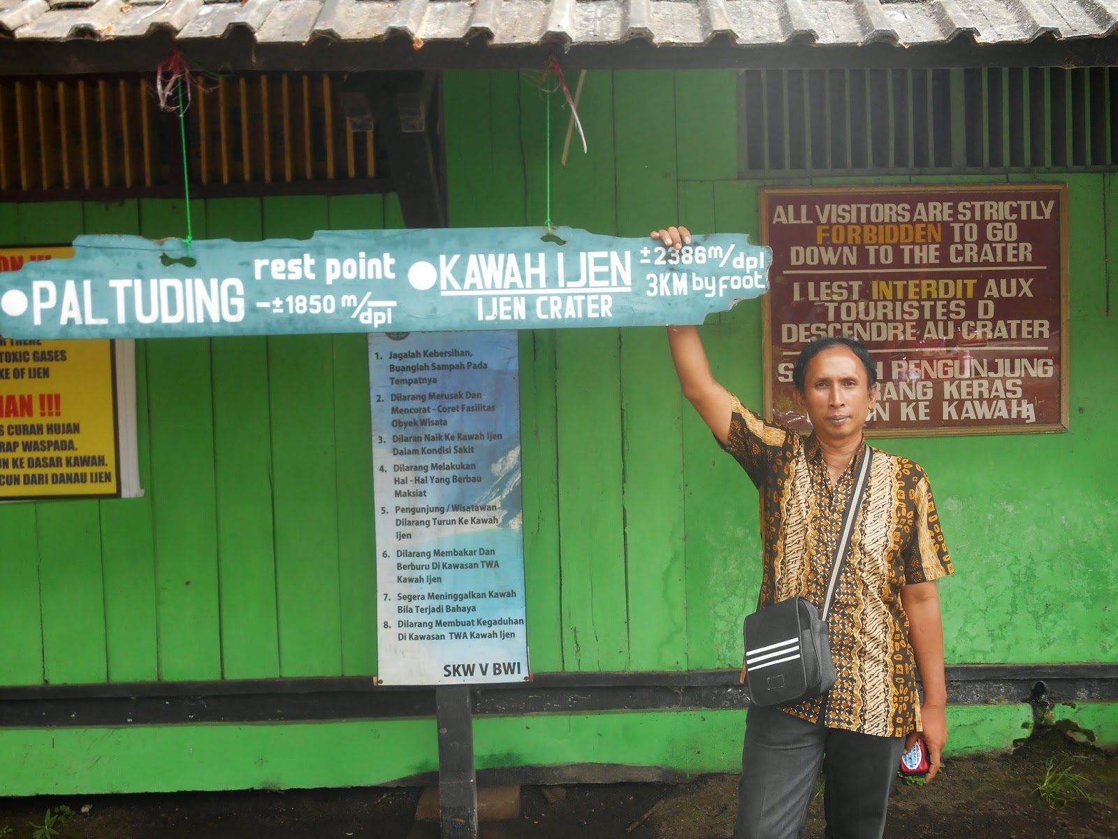 paltuding post for start hiking to Ijen crater