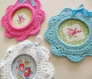 para que tengan una idea de como hacer stas flores tejidas al cochet para colgar les dejo un mini tutorial para que puedan realizarlos