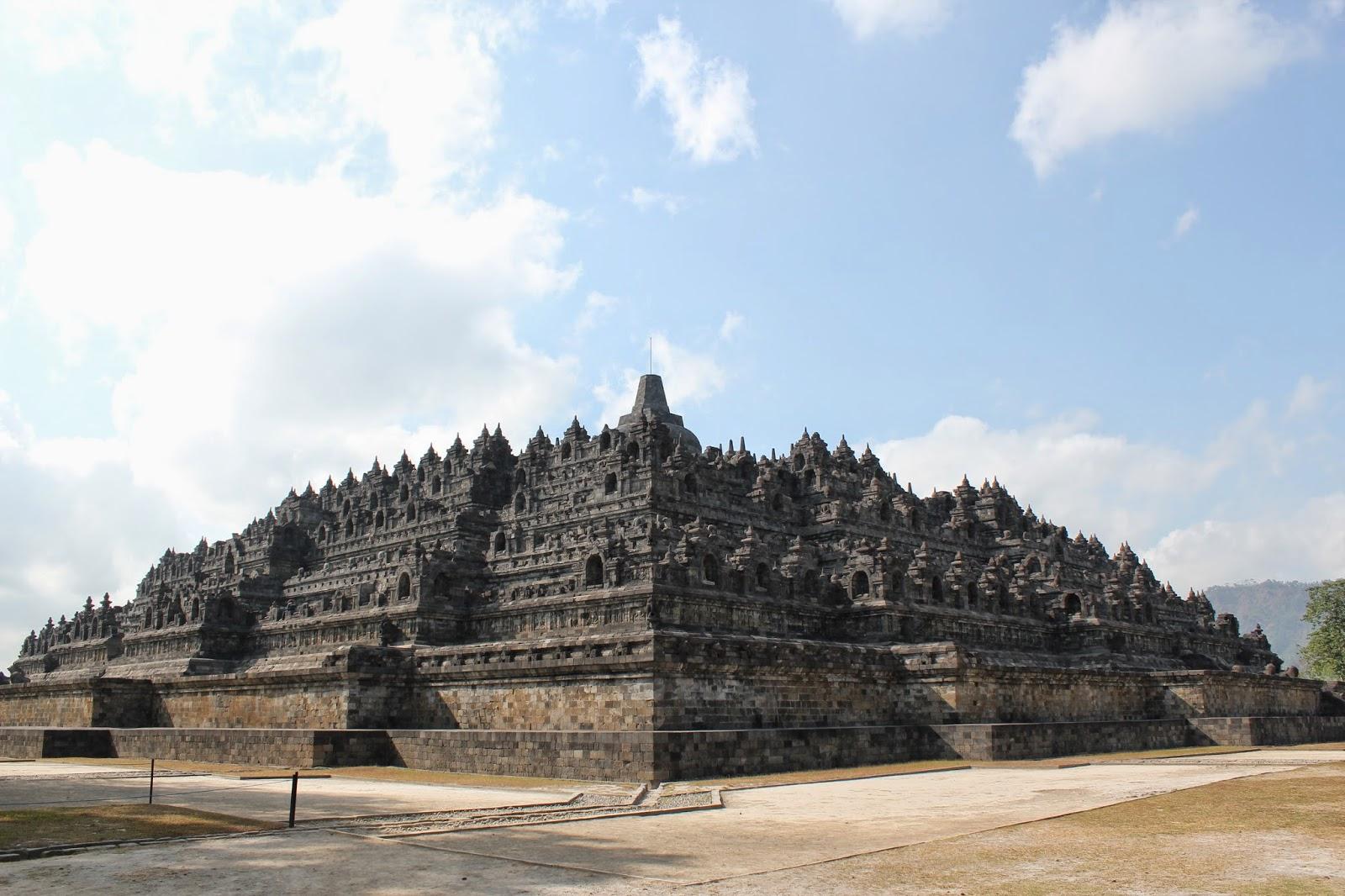 Gambar Candi Borobudur - Utuh