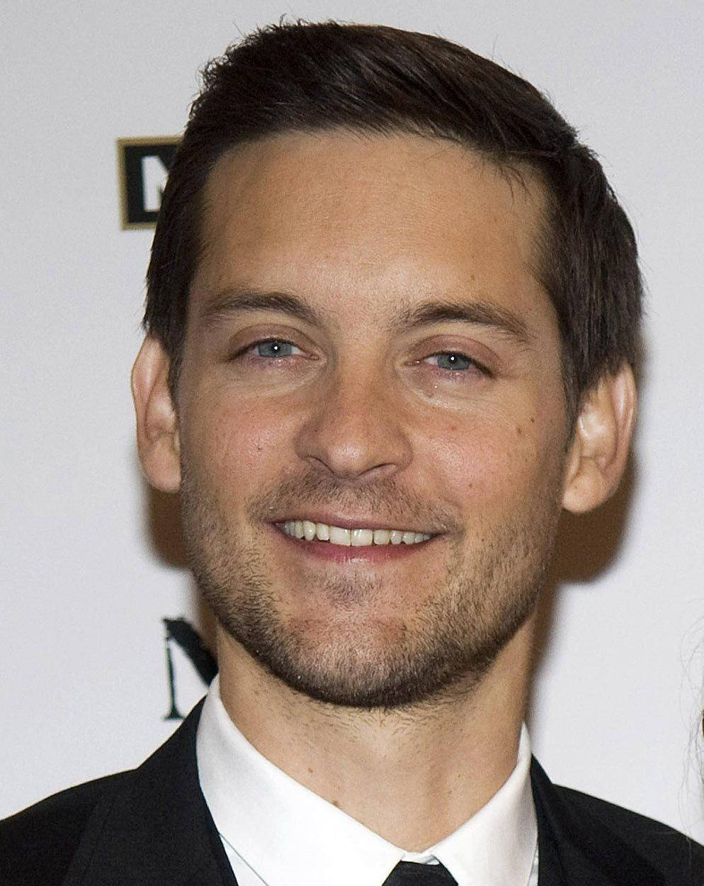 The 41-year old son of father Vincent Maguire and mother Wendy Brown, 170 cm tall Tobey Maguire in 2017 photo