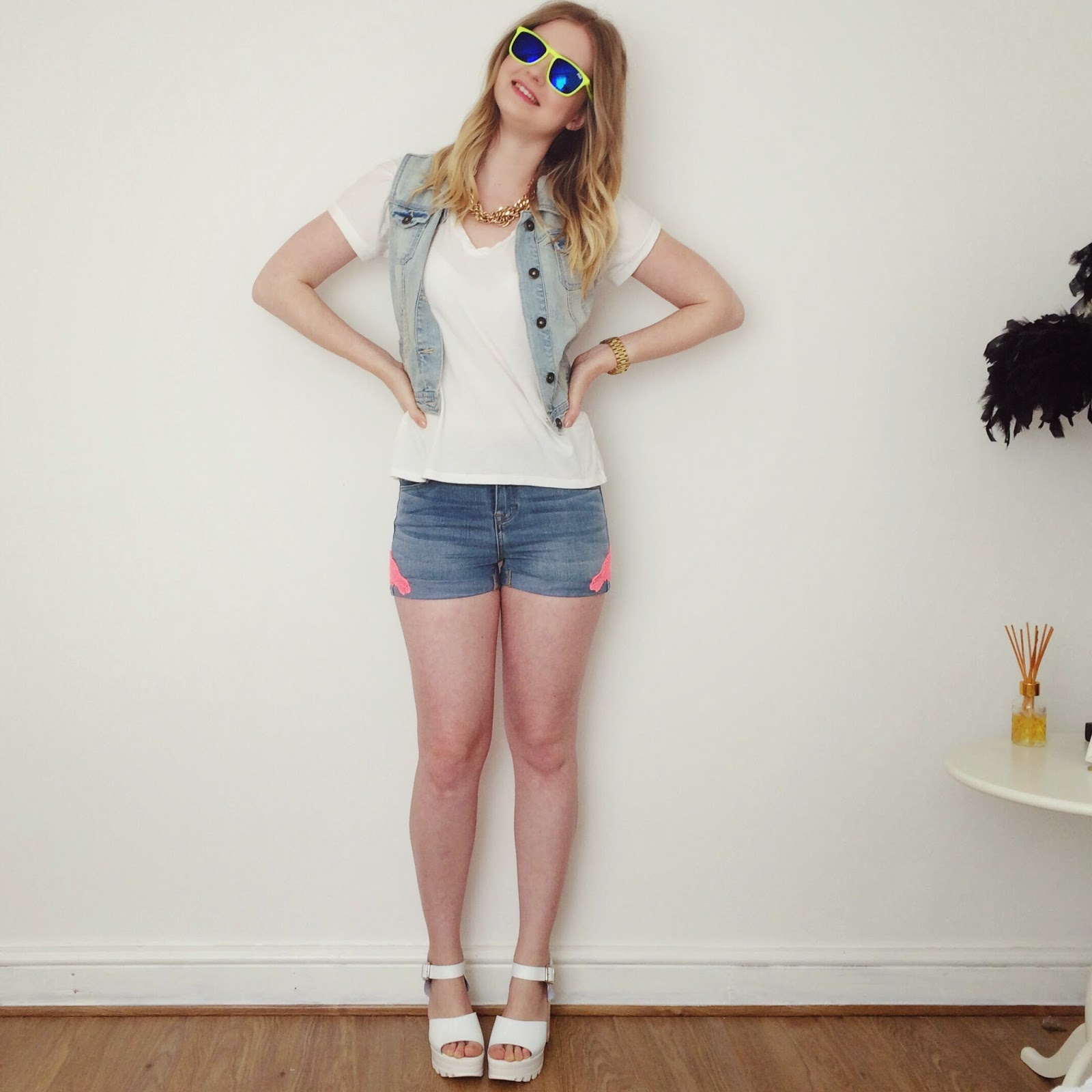 Festival outfit, beach outfit, Superdry denim shorts, fashion bloggers
