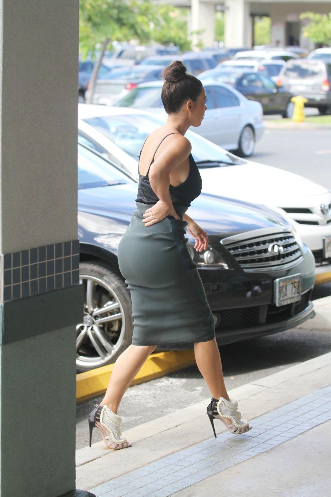 http://3.bp.blogspot.com/-q617xHsEdVw/UDCSU1dWSWI/AAAAAAAA7jc/yQHbfKxTkAo/s1600/Kim-Kardashian-27.jpg