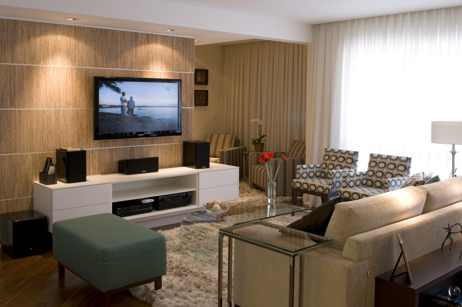 Decora O Com Papel De Parede Para Sala De Tv Comprar Luminarias  -> Decoracao De Sala De Estar Pequena Com Tv