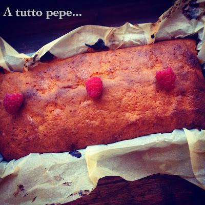 plumcake al cioccolato bianco, vaniglia e lamponi... cambiamenti!