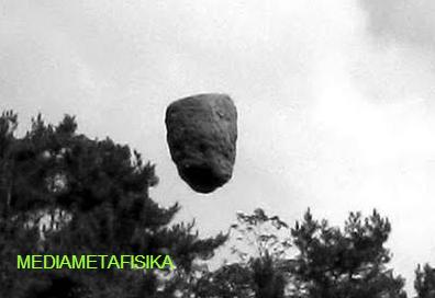 Misteri Batu Melayang di Cina