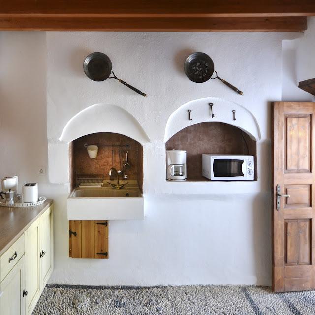 CasaLindos Theatro, rustic kitchen - the round button blog